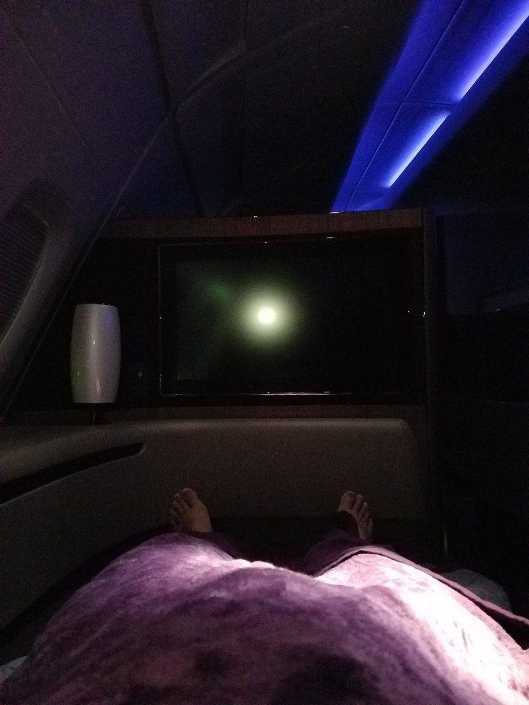 搭飛機能夠躺著真的很幸福 圖文來自於:TripPlus