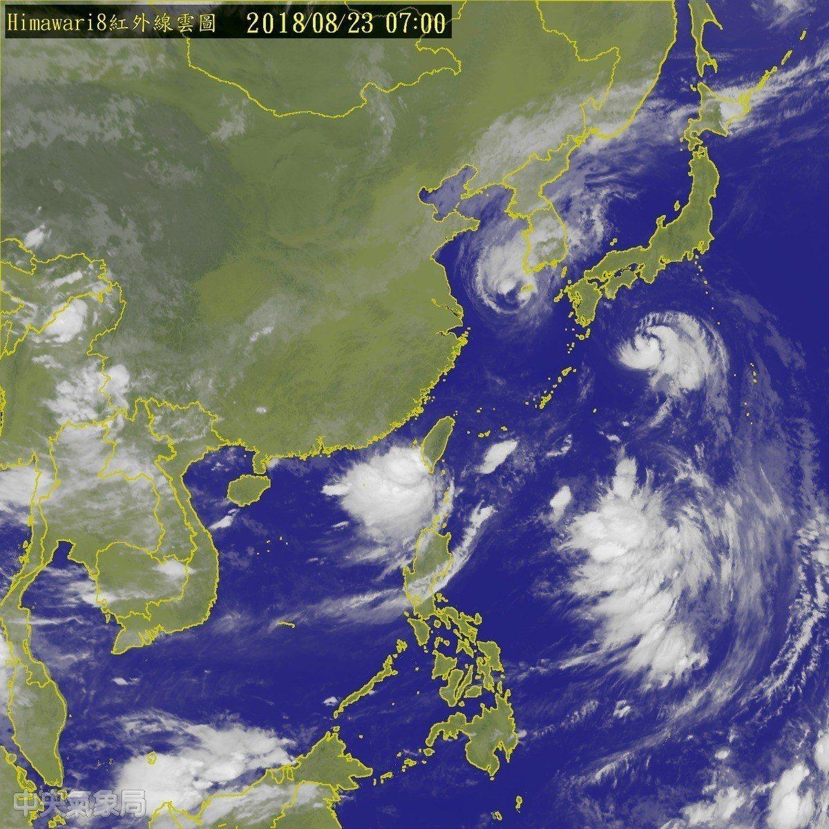 中央氣象局表示,高雄外海的熱帶性低氣壓,中心即將進入台灣陸地。圖/擷取自中央氣象...
