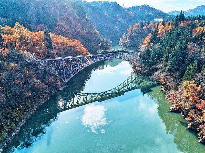 只見線列車」是日本東北著名的賞楓鐵道。圖/易遊網提供