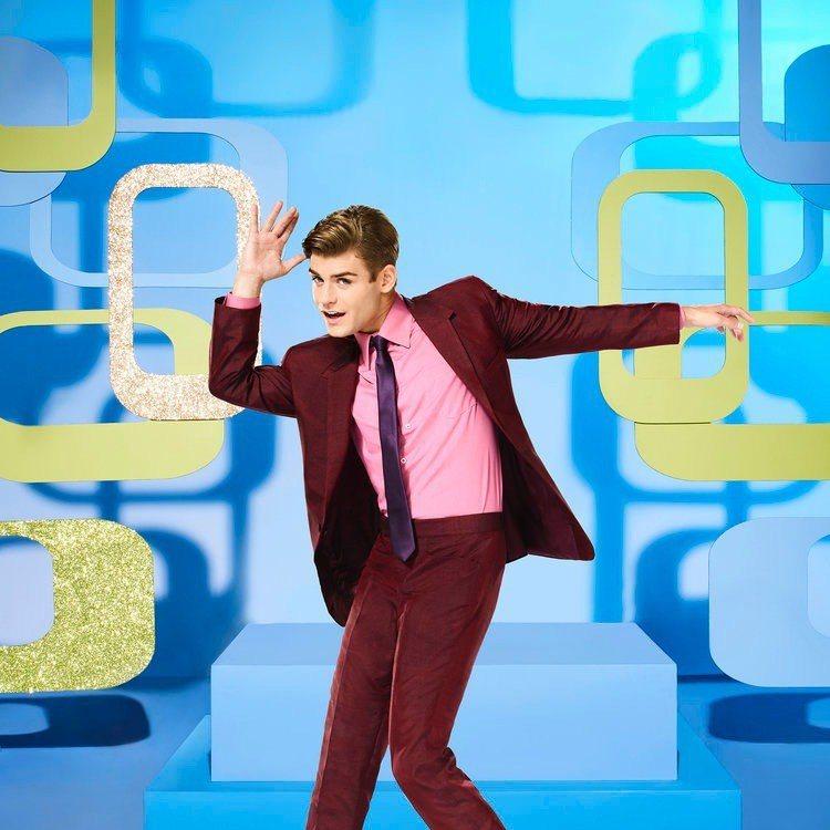 蓋瑞特克雷頓曾在「髮膠明星夢」電視直播版扮演校園白馬王子。圖/摘自imdb