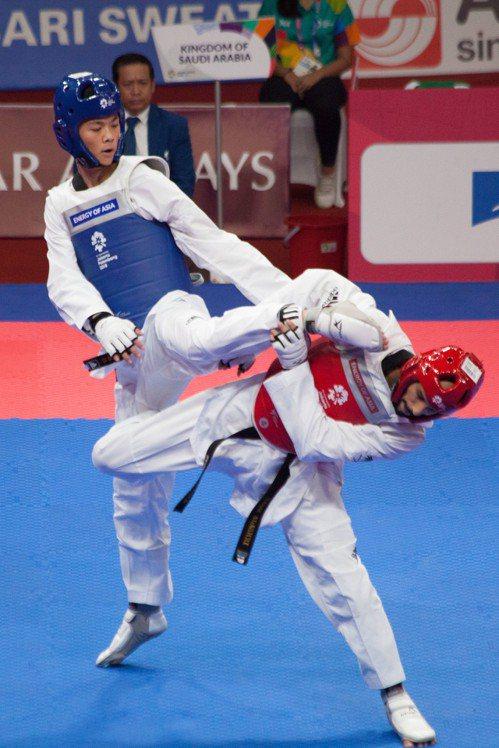 中華隊黃鈺仁在亞運男子68公斤級先勝阿拉伯選手,但在八強賽敗給伊朗,錯失奪牌機會...