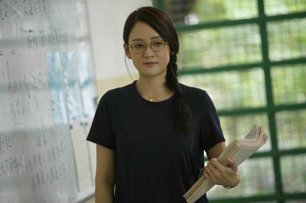 陳喬恩大扮熱血女教師,私下請教甄子丹如何保持身材。圖/華映娛樂提供