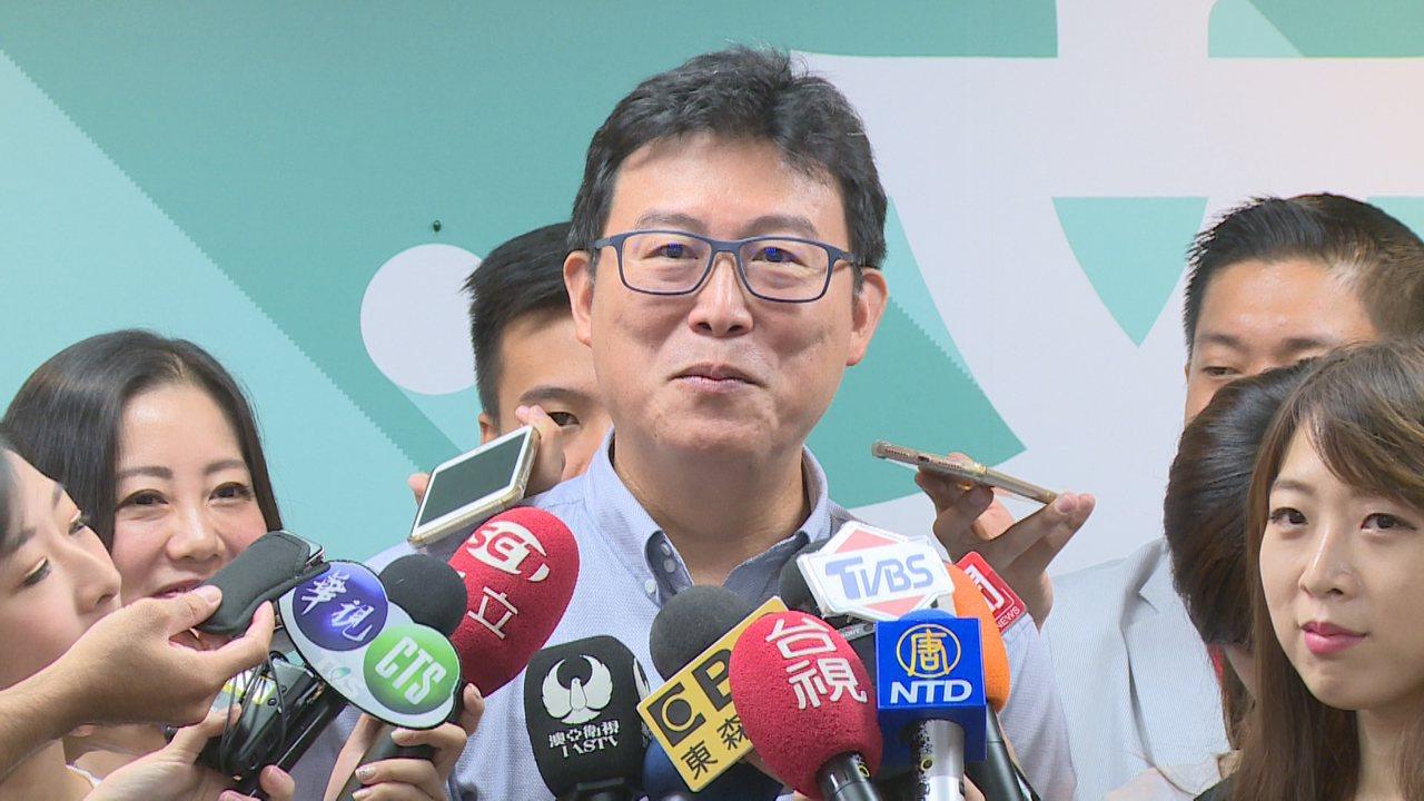 民進黨舉行台北市黨部首場聯合競選記者會,除了邀請大安、文山區的議員參選人外,也找...