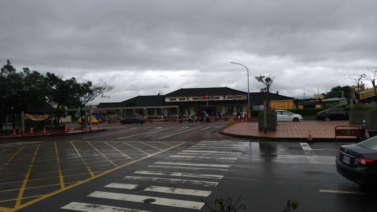 雲林縣政府表示,根據中央氣象局預報,因熱帶性低氣壓挾帶龐大雨量來襲,晚間豪雨恐有...