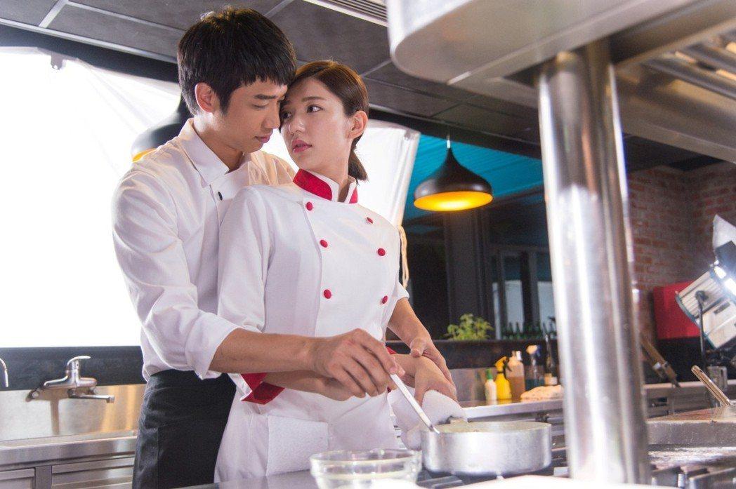 郭雪芙(右)與劉以豪因合作「喜歡‧一個人」成為好友。圖/三立提供