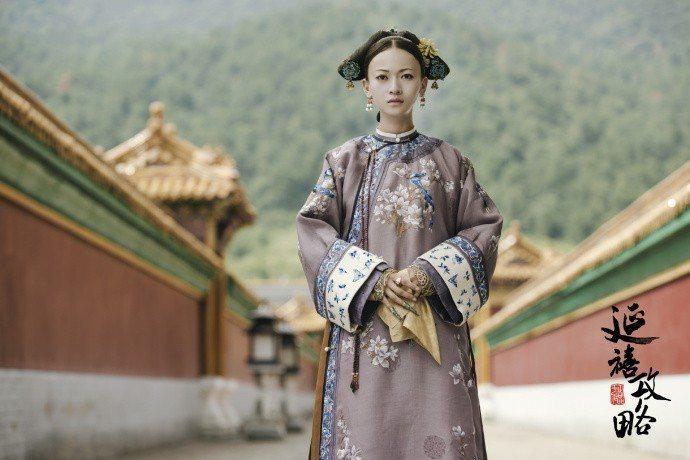 吳謹言演出的魏瓔珞是「延禧攻略」中外掛全開的女星。圖/取自微博