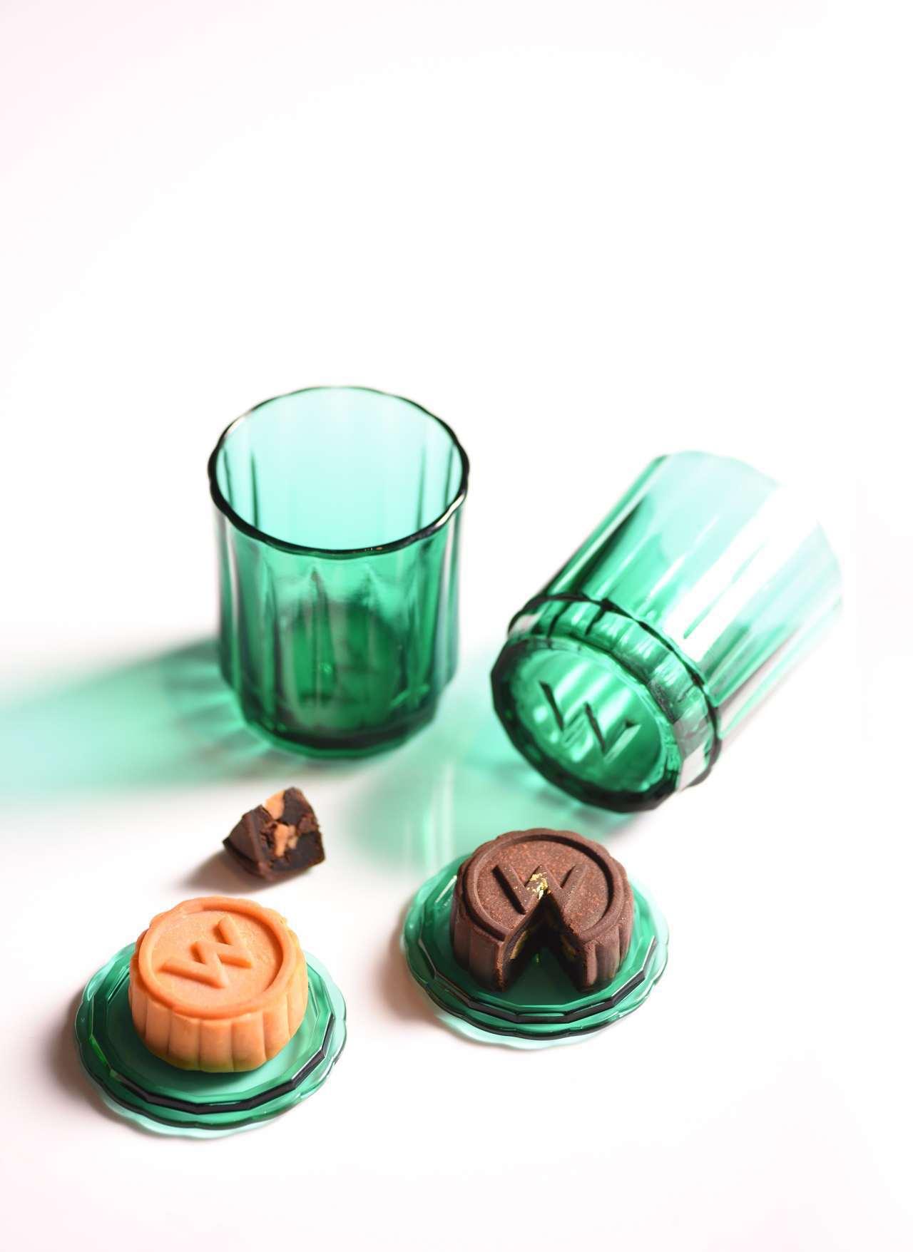 多功能WOOMOON玻璃杯,杯蓋可放月餅。圖/台北W飯店提供