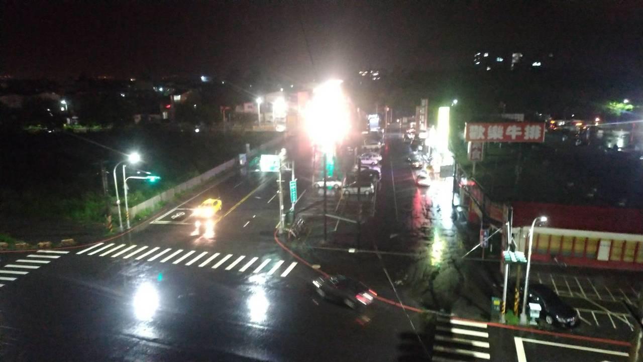 熱帶性低壓造成南台灣大雨災情,雲雨帶逐漸往中部雲嘉南區域移動,雲林縣雖無災情,但...