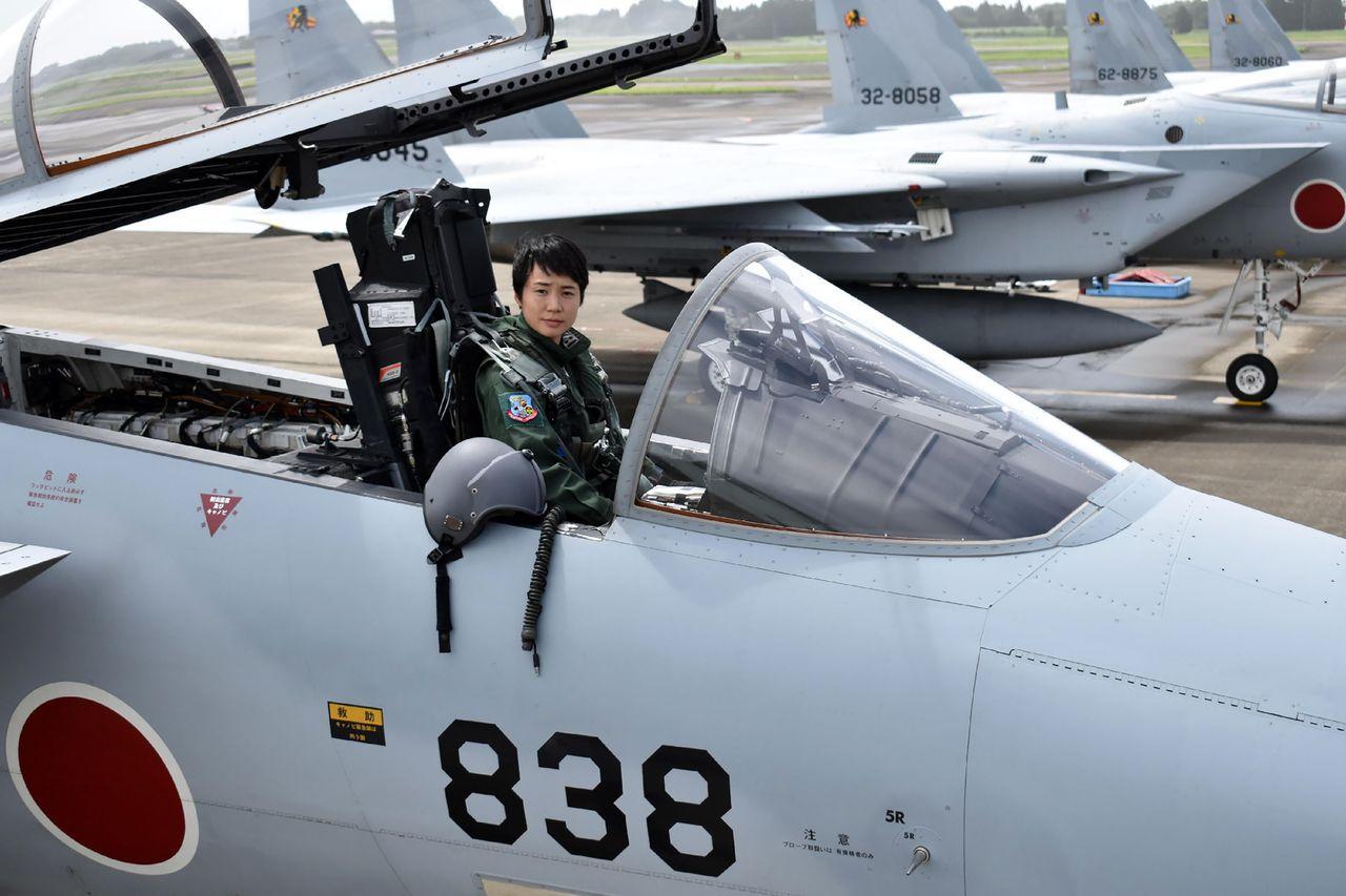 日本首位女性F-15戰機航空自衛隊飛官廿三日誕生。現年廿六歲的中尉松島美紗,經過...