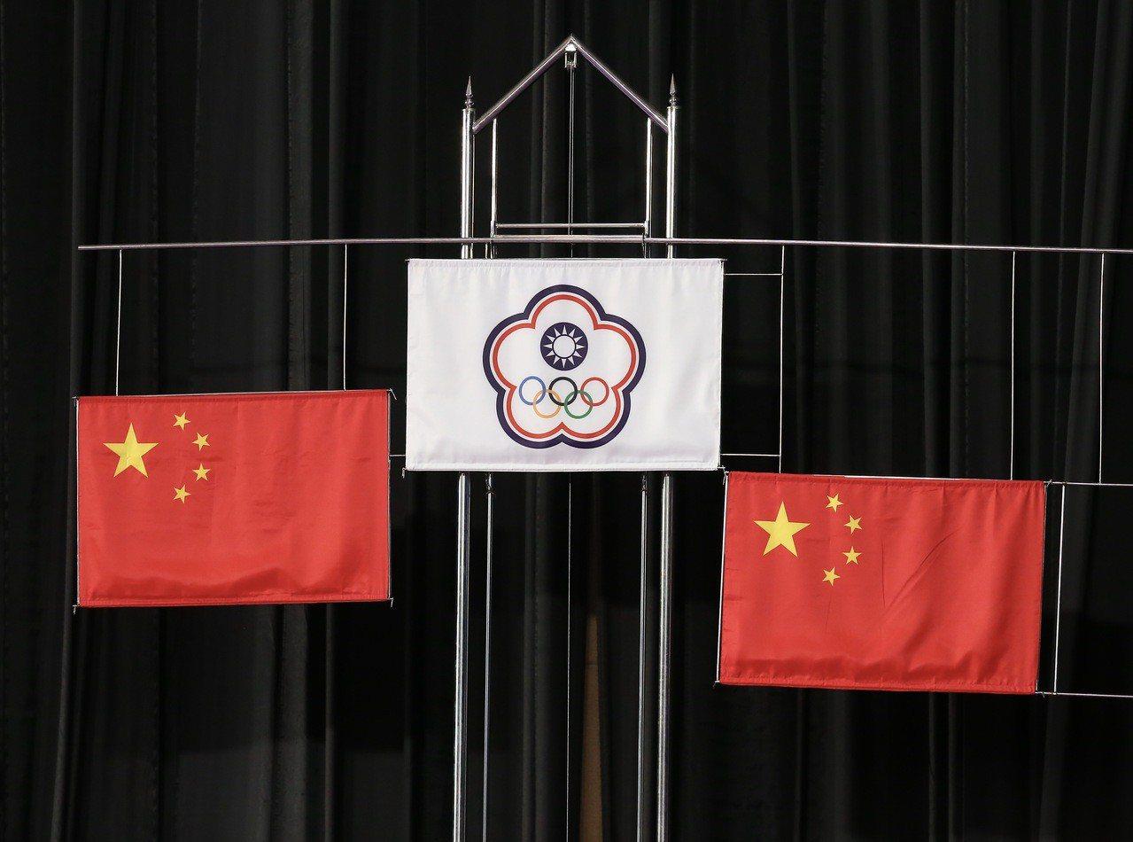 亞運體操會場首度在金牌位置擺上中華隊會旗。特派記者余承翰/雅加達攝影
