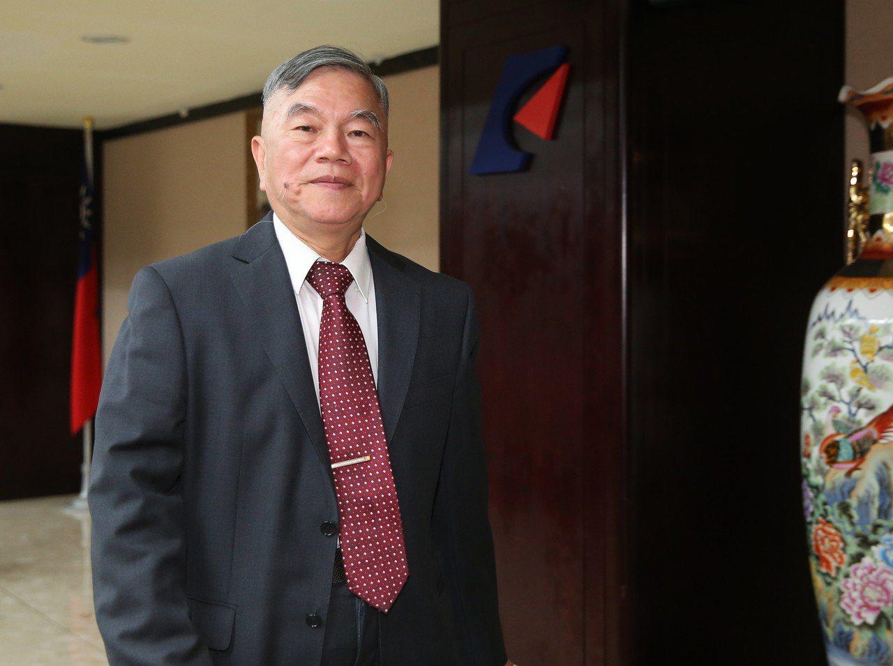 美國宣布放寬鋼鋁關稅豁免,但台灣仍未入列,經濟部長沈榮津表示,雖然銷往美國市場會...