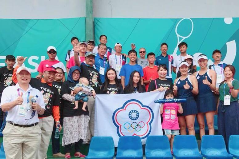 詹家姊妹(前排右三)闖進亞運女雙金牌戰。 截圖自詹詠然臉書
