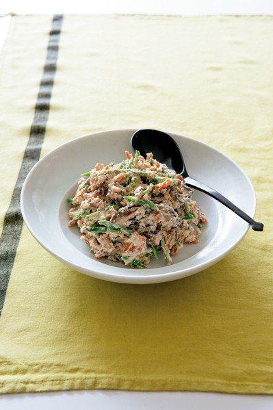 清爽的豆腐拌菜,可為餐桌畫龍點睛。圖/積木文化提供
