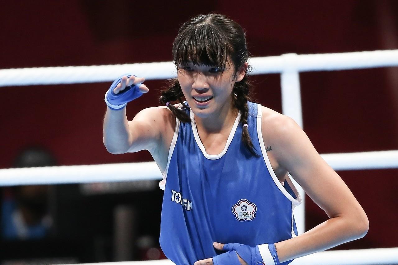 中華拳擊隊黃筱雯今天在亞運女子57公斤級8強戰,以3:2險勝越南對手,闖進4強,...