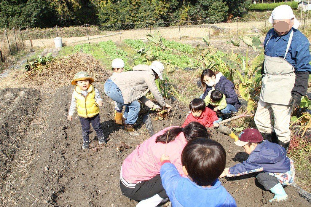 大阪日照中心結合食農教育,促成世代共融。圖/晴耕雨讀舍提供