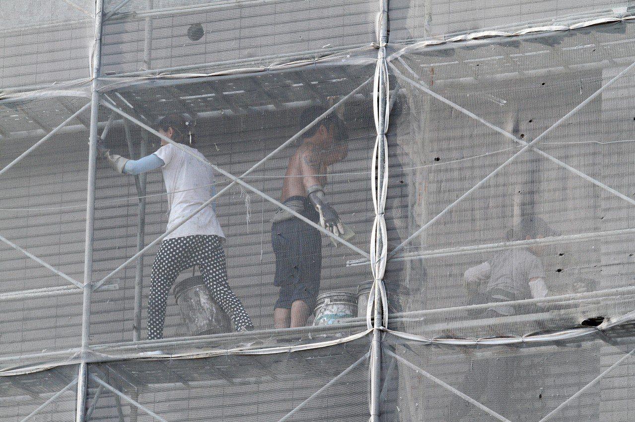 台灣經濟研究院調查的7月營業氣候測驗點結果,製造業、服務業與營建業測驗點同步上揚...