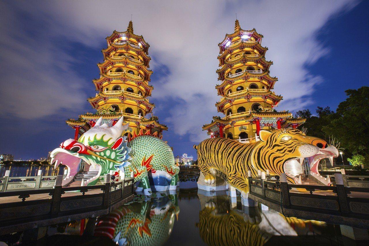 位於蓮池潭的龍虎塔充滿台灣文化特色,為高雄知名景點。圖/樂天旅遊提供