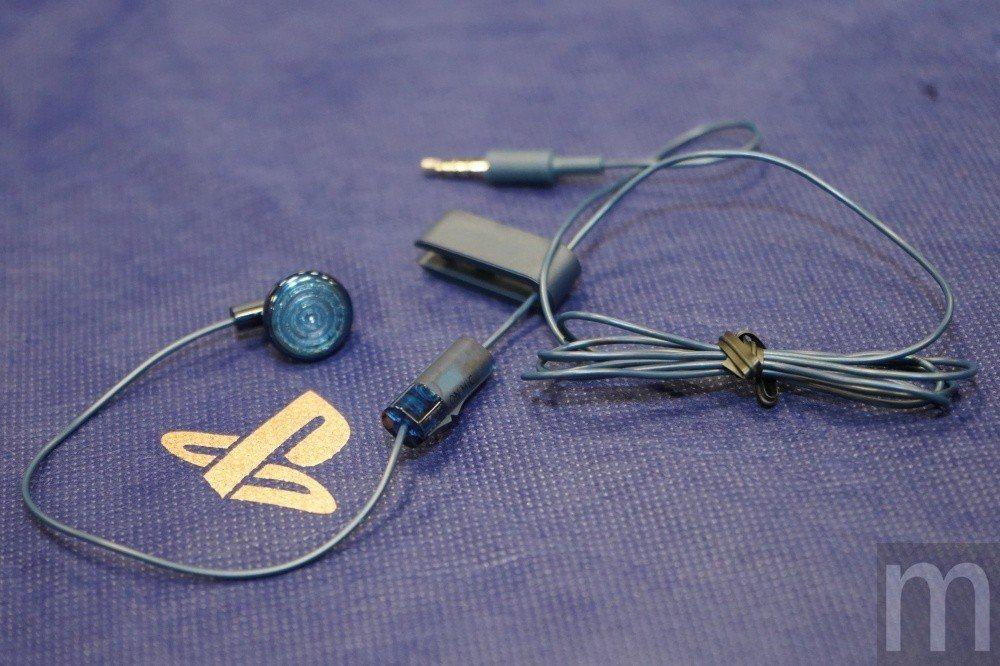 內附 可 與 無線 控制器 連接 的 有線 單 耳 耳機