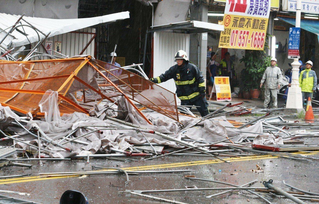 高雄鷹架倒塌意外共造成三死。記者劉學聖/攝影