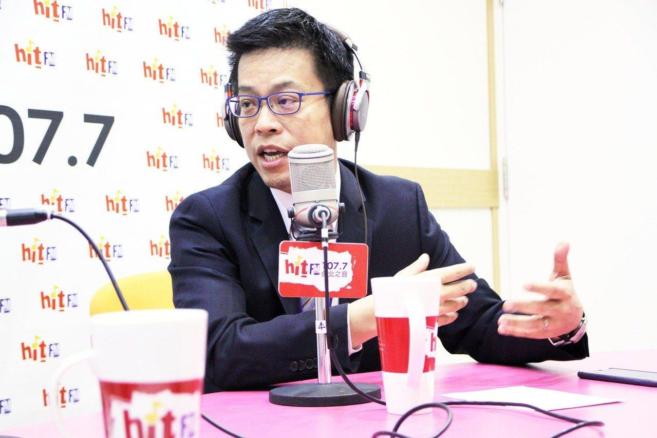 總統府發言人黃重諺今天接受廣播節目專訪。圖/Hit Fm《蔻蔻早餐》製作單位提供