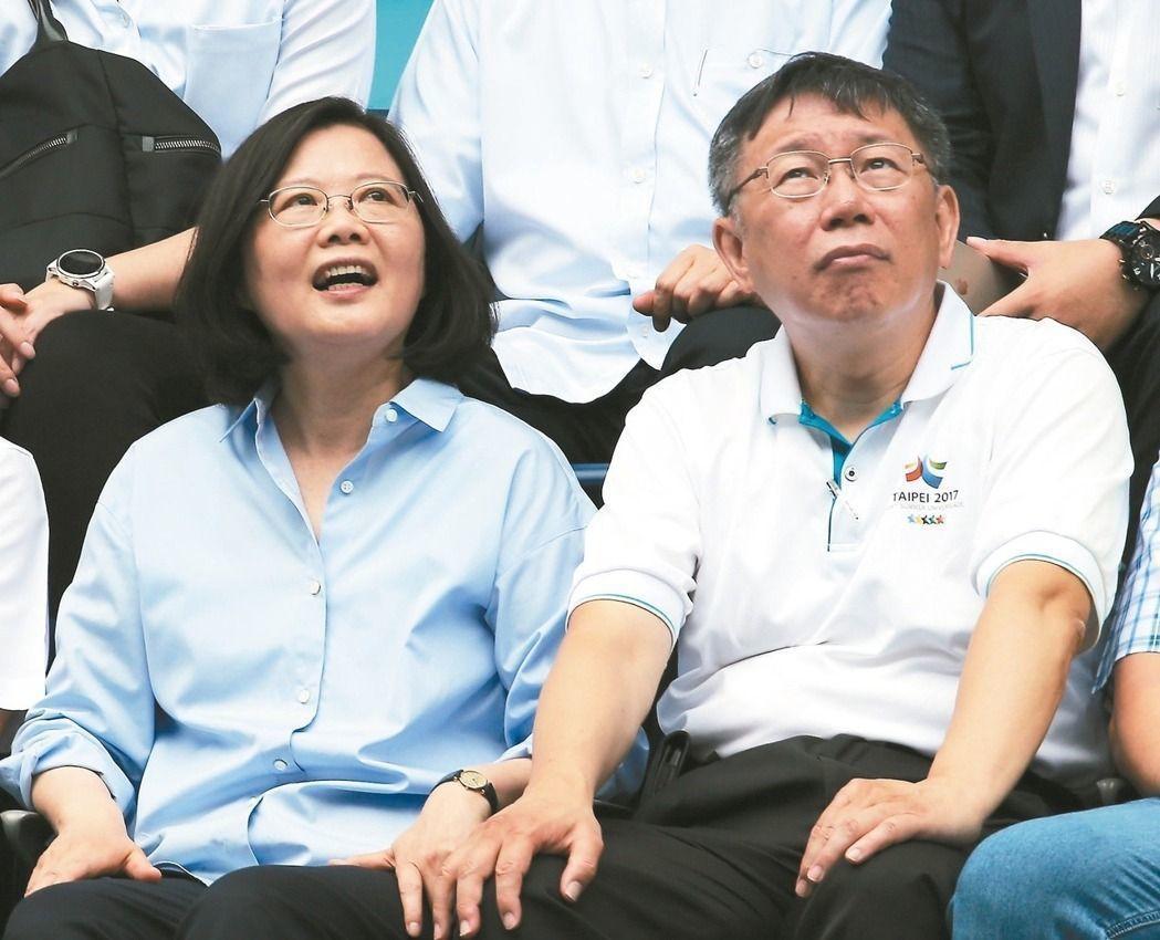 台北市長柯文哲(右)曾說絕不與蔡英文總統爭位,但世事難料,誰能說得準? 圖/聯合...