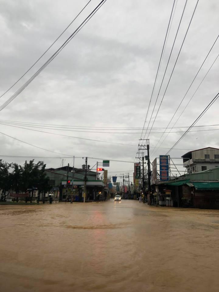 小嫻在屏東拍戲,豪雨成災驚見「黃河」。圖/摘自臉書