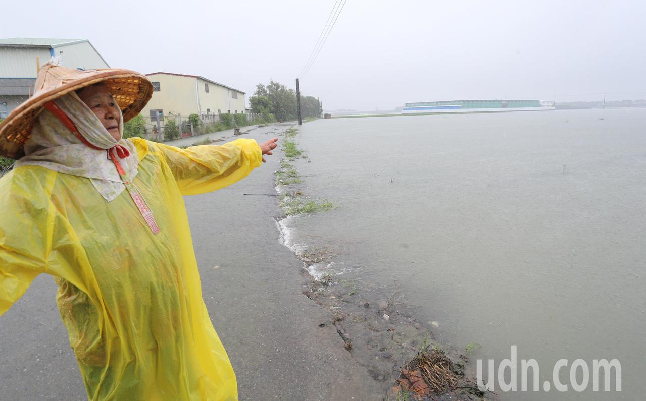 因熱帶性低壓帶來及外圍環流影響,台南大新營地區經過一夜大雨,各處皆傳出積淹水災情...