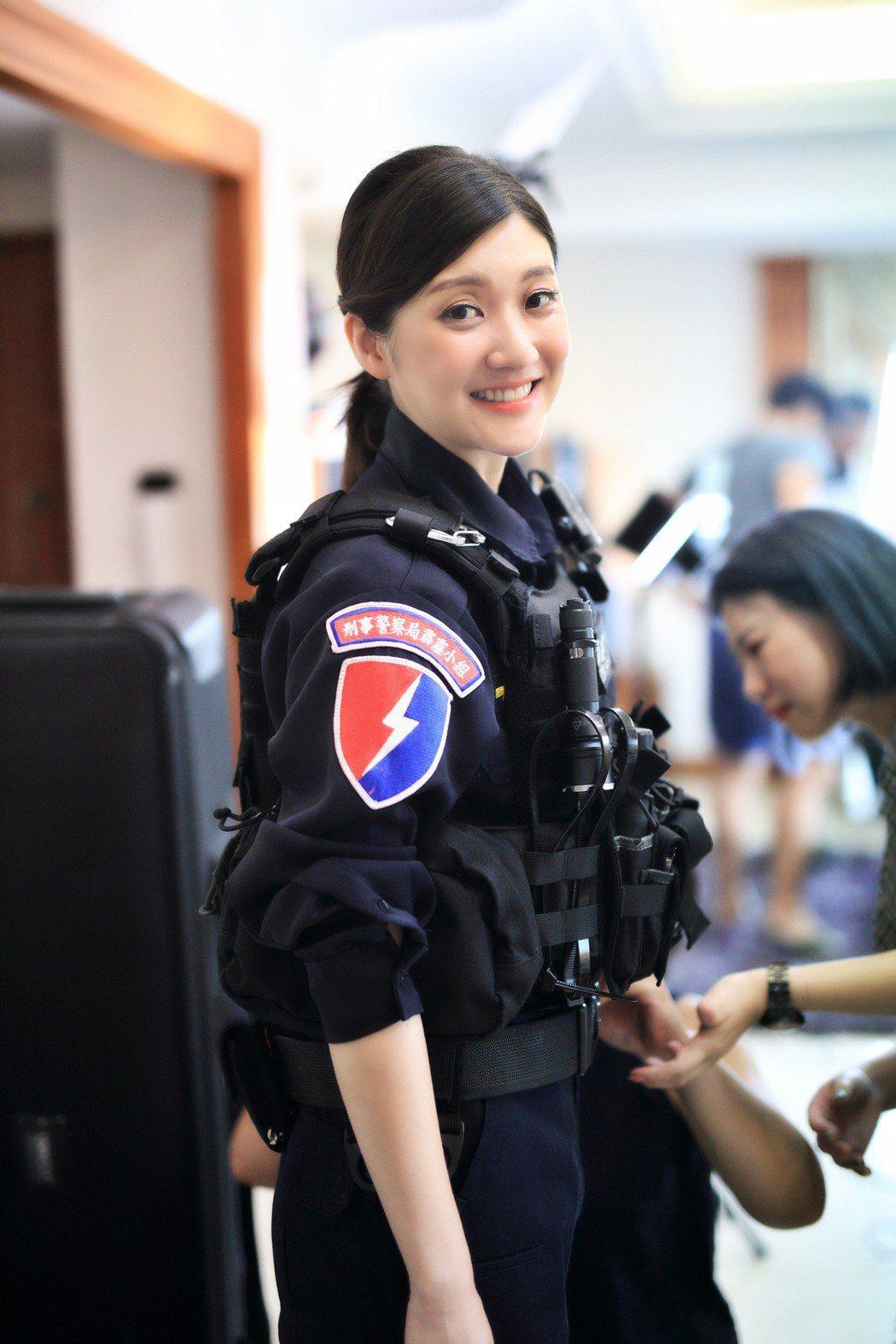 刑事局拍攝反詐騙宣導短片,由藝人林逸欣飾演警察。圖/刑事局提供
