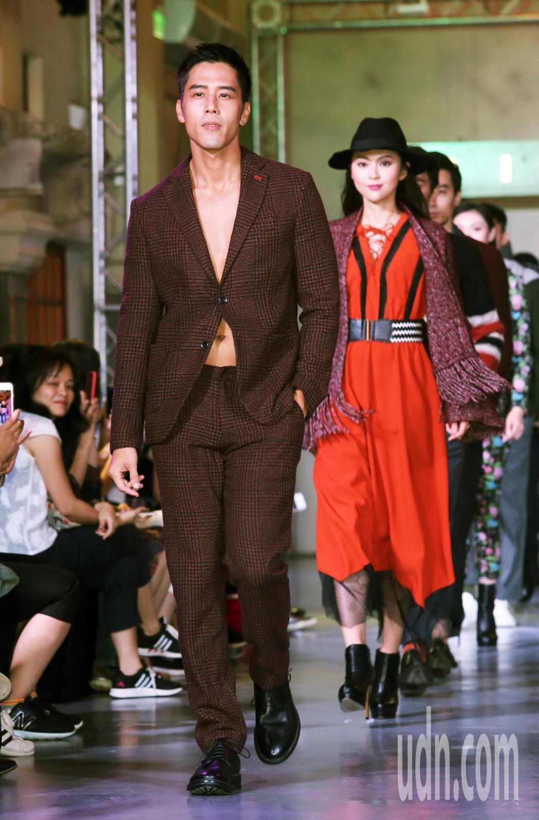胡宇威今天出席SISLEY 2018秋冬服裝發表會擔任壓軸走秀。記者徐兆玄/攝影
