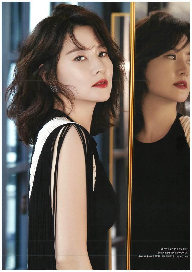 李英愛配戴Chaumet珠寶登上韓國《Luxury》雜誌。圖/Chaumet提供