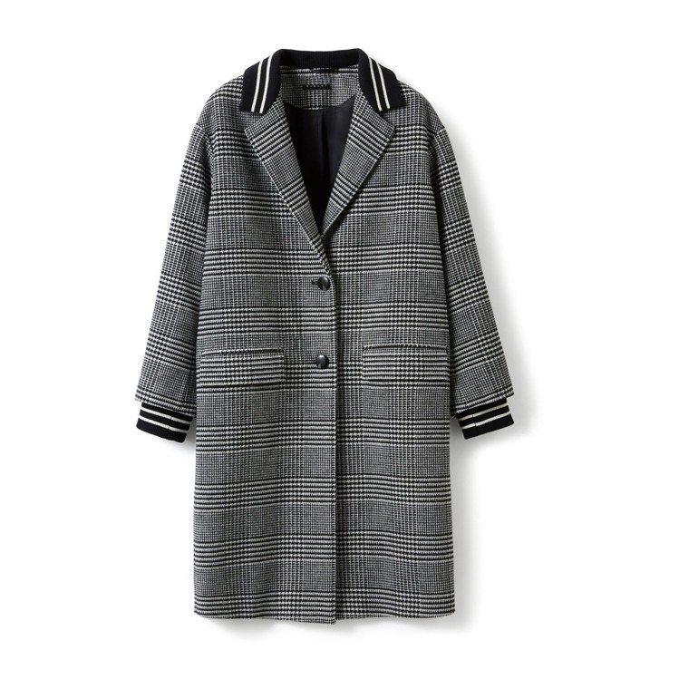 黑白格紋飾織帶大衣,售價7,980元。圖/Sisley提供