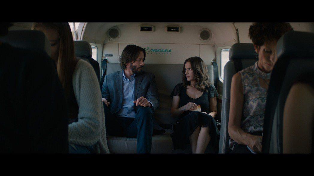 基努李維(左)、薇諾娜瑞德(右)再度於新片「婚禮冤家」合作。圖/甲上提供
