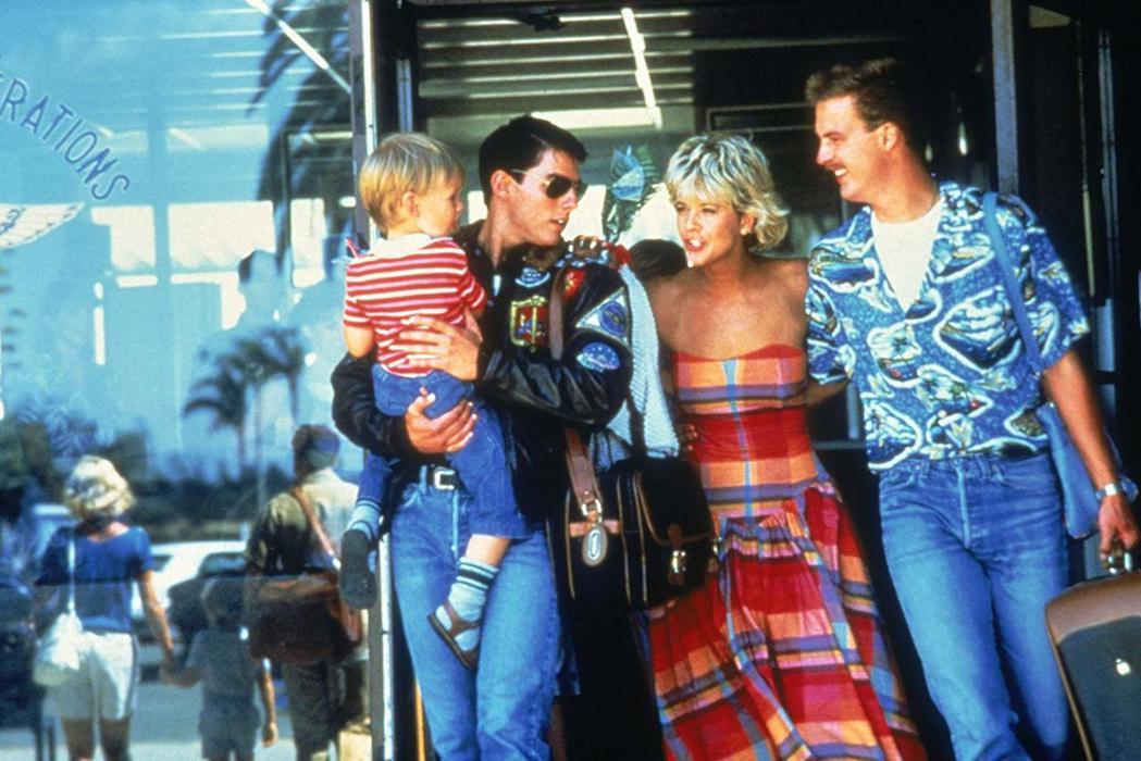 「捍衛戰士」中的梅格萊恩(右二)還很年輕,她戲裡的兒子(左一)長大後將是續集的男