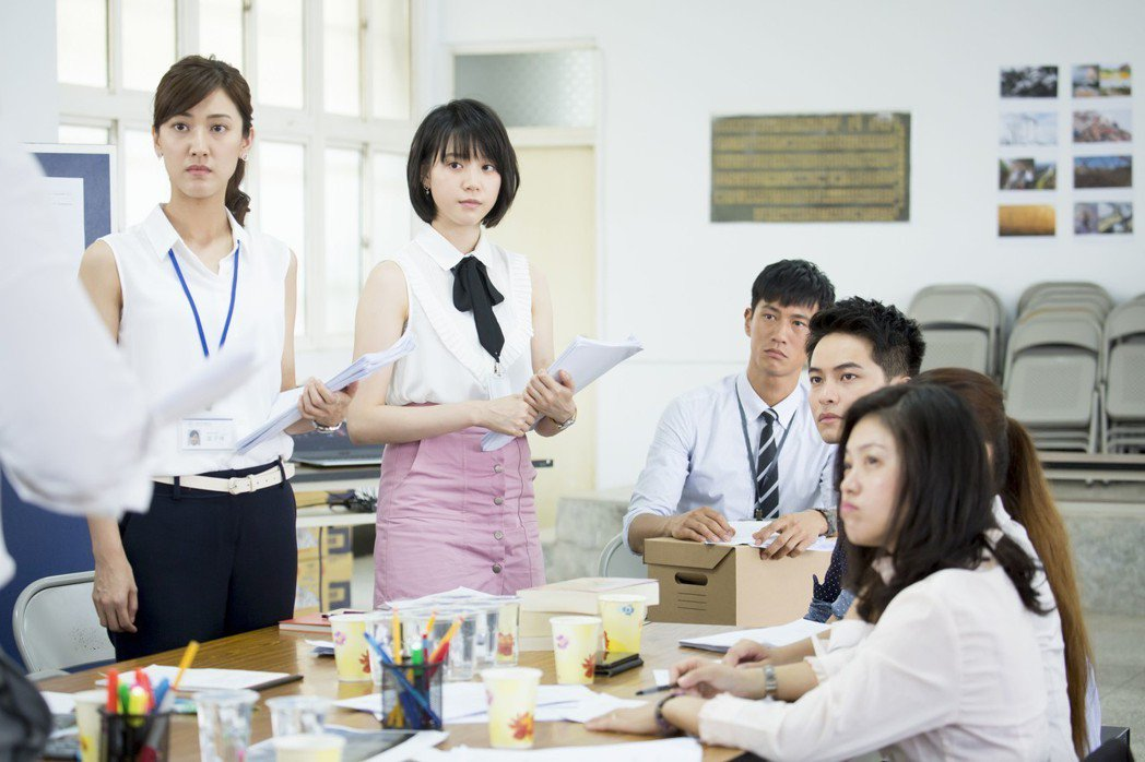 陳怡嘉(左起)、程予希、鍾承翰、楊銘威在新戲「最佳利益」中飾演實習律師。圖/群之