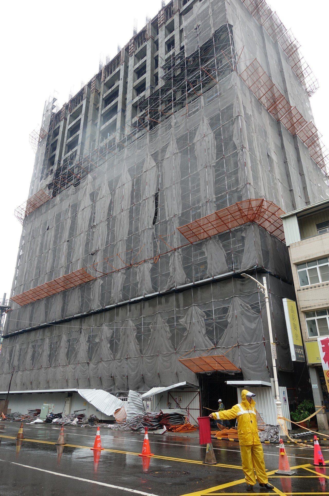 鷹架倒塌工地現場。記者劉星君/攝影