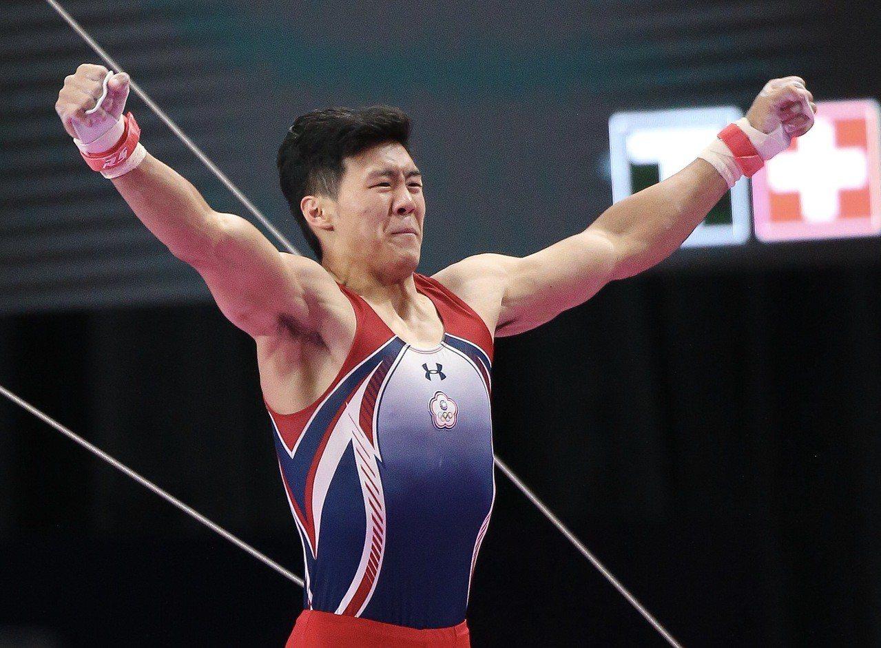 唐嘉鴻在男子單槓決賽率先出賽就拿下14.725分高分。特派記者余承翰/雅加達攝影