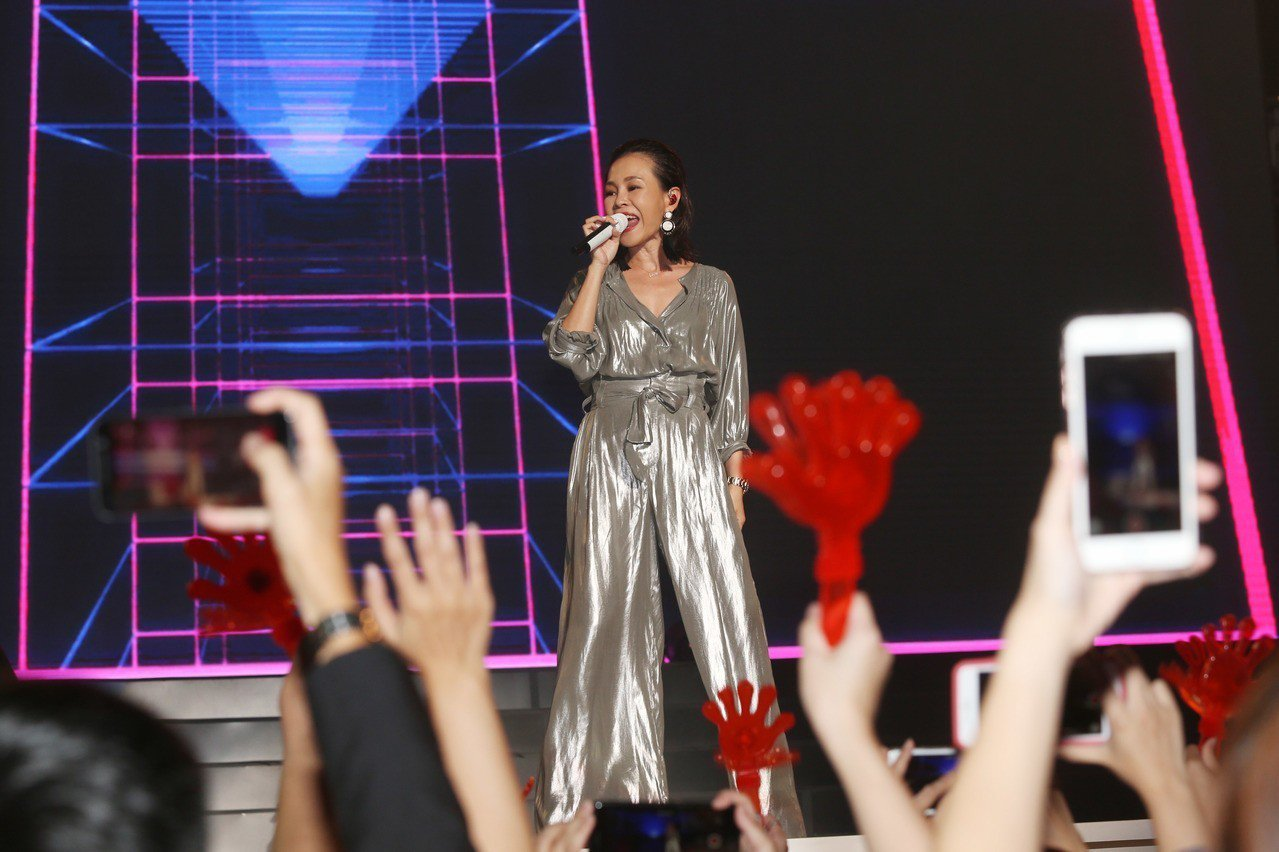 TutorABC舉辦20周年盛典晚宴,金曲歌后彭佳慧熱力開場。記者林俊良/攝影