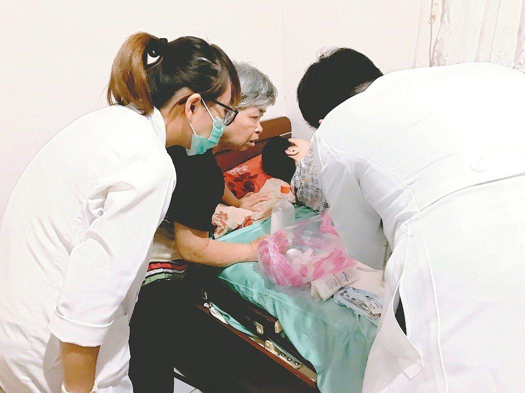 羅東博愛醫院深入社區,提供居家醫療服務。 圖╱羅東博愛醫院提供