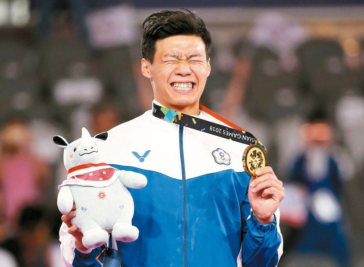 唐嘉鴻在亞運單槓摘金,難掩激動情緒。 特派記者余承翰/雅加達攝影