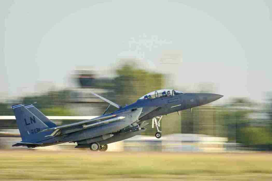 土耳其因斯里克空軍基地主要由土耳其和美國空軍使用。圖為美軍F-15在基地降落。路...