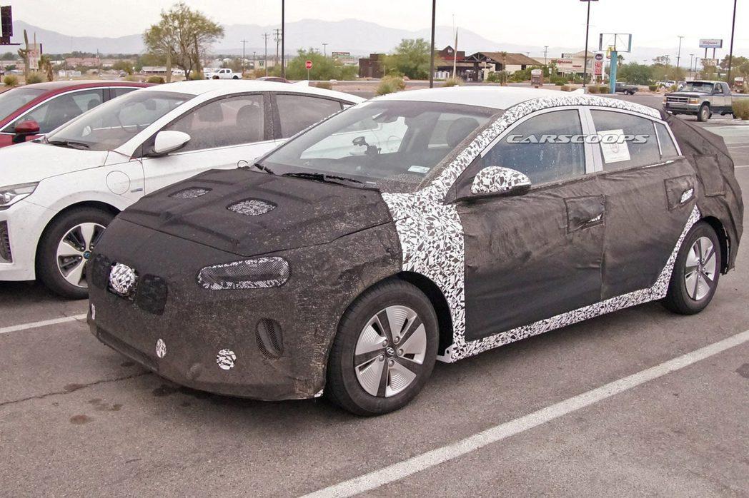 小改款Hyundai Ioniq偽裝測試車。 摘自Carscoops