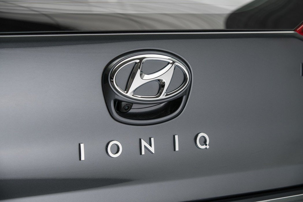 Hyundai Ioniq是世界上首款同時擁有Hybrid、PHEV與純電的電動...