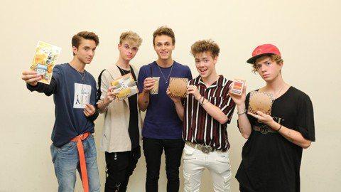 「美聲小鮮肉」WHY DON'T WE由五位年輕的美國男孩丹尼爾(Daniel)、柯本(Corbyn)、傑克(Jack)、喬納(Jonah)和柴克(Zach)組成。他們8月24日首次來台,於台北Le...