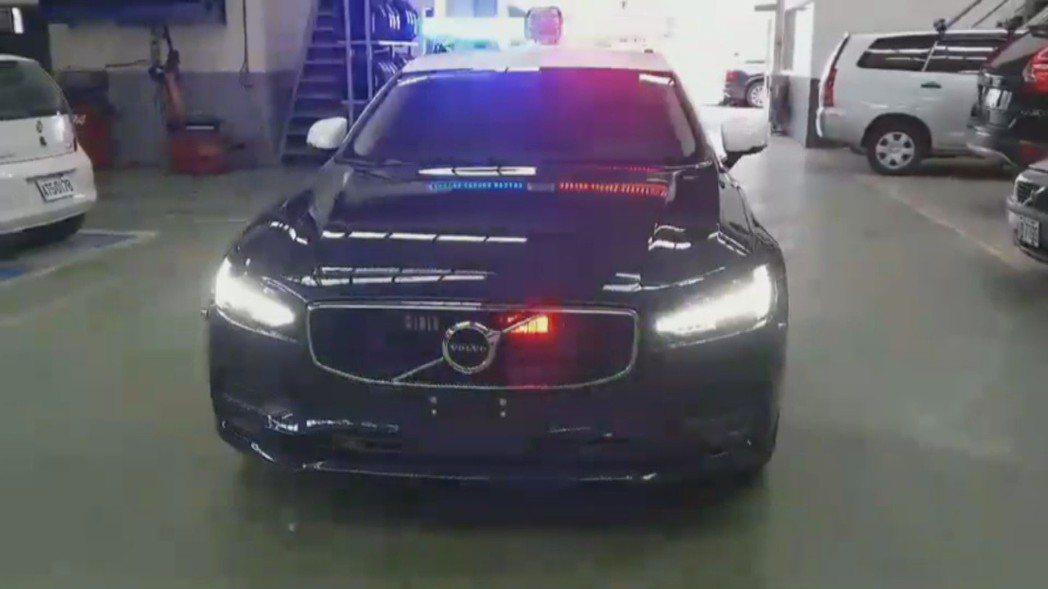 台東警方最新的巡邏車曝光,是一輛進口百萬名車,不但馬力達到254匹,0到100只需6秒左右,讓不少網友稱羨。圖/擷取自爆廢公社
