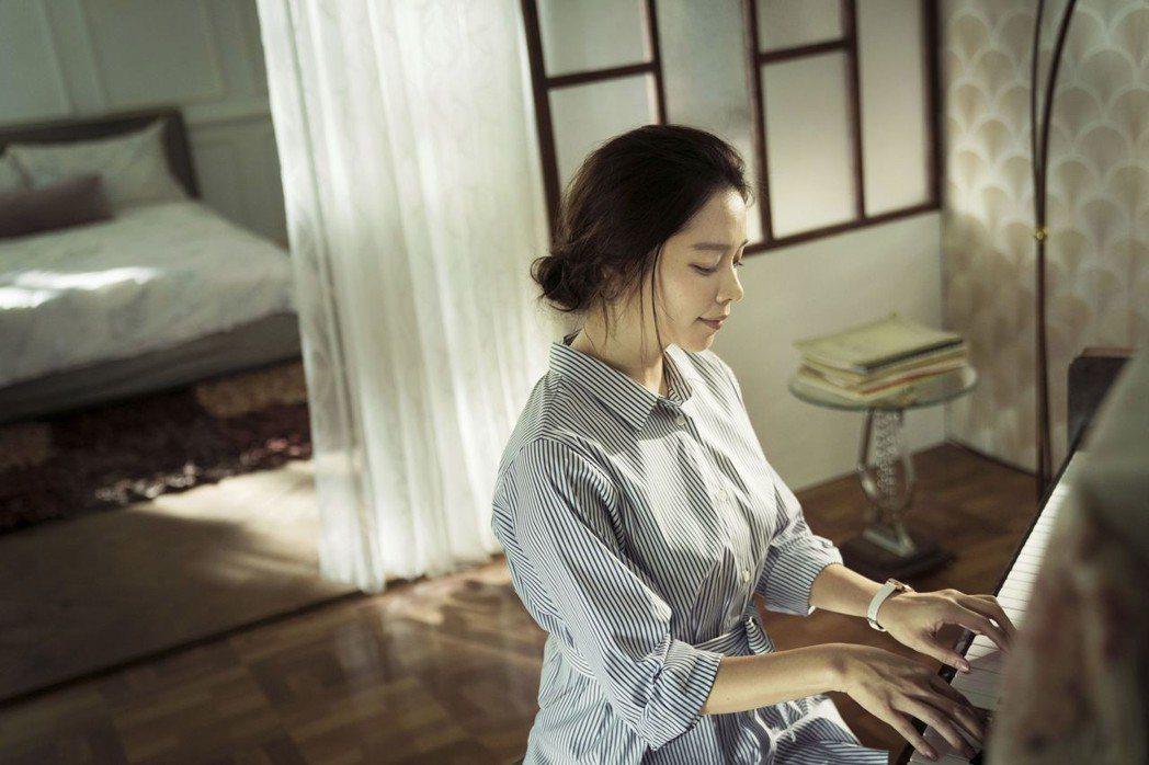 徐若瑄演出「人面魚 紅衣小女孩外傳」前,請示過王母娘娘的意見。圖/威視提供