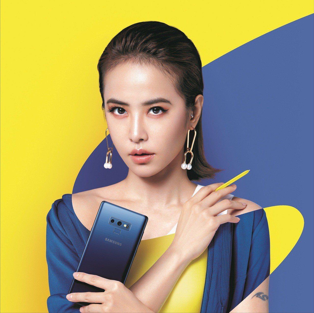 蔡依林代言Samsung Galaxy Note 9,展現撞色設計的大膽時尚。圖...