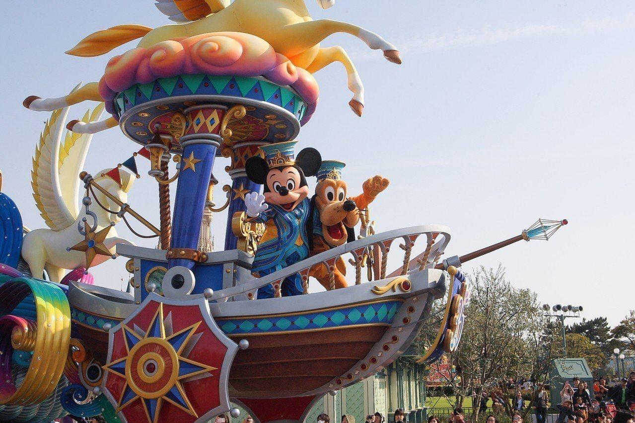 東京迪士尼樂園今年有一系列35週年慶祝活動,也將推出跨年護照方案。記者陳睿中/攝...
