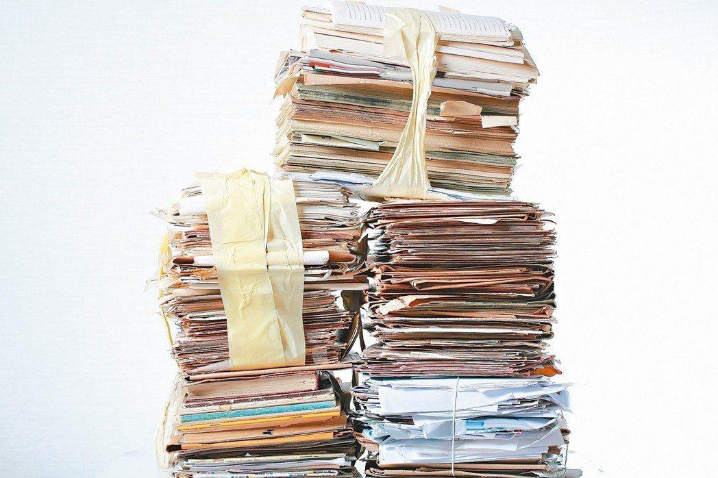 患有囤積症者幾乎沒有病識感,但往往因為囤積物品過多,造成家人困擾,因為受不了造成...