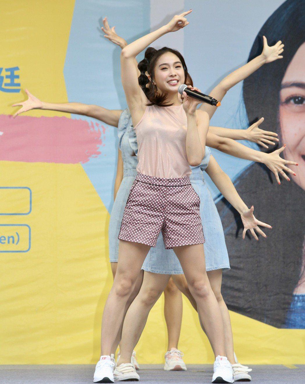 Wendy陳葦廷在台北西門町舉行個人首張EP《Peace》簽唱會。記者林伯東/攝...