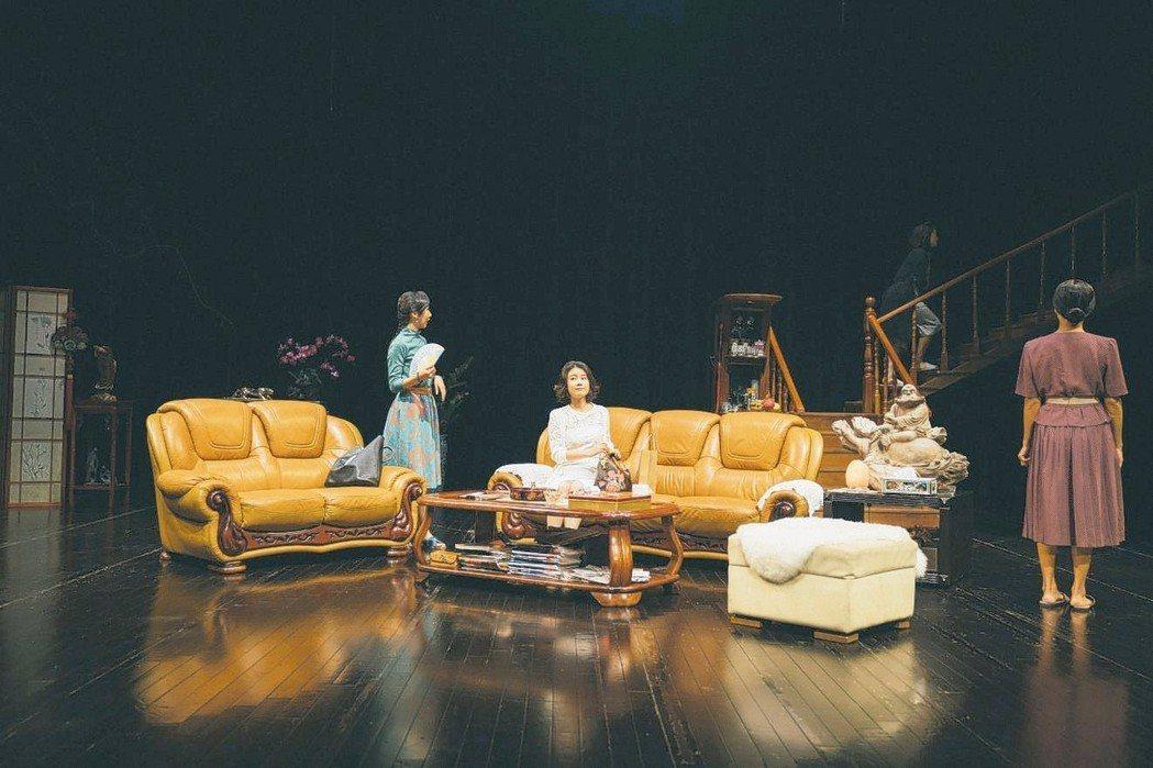 四把椅子劇團將演出《全國最多賓士車的小鎮住著三姐妹(和她們的Brother)》。...